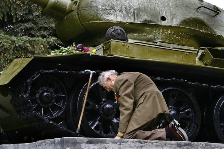 Soviet veteran visits his T34 that has sheltered him throughout WWII