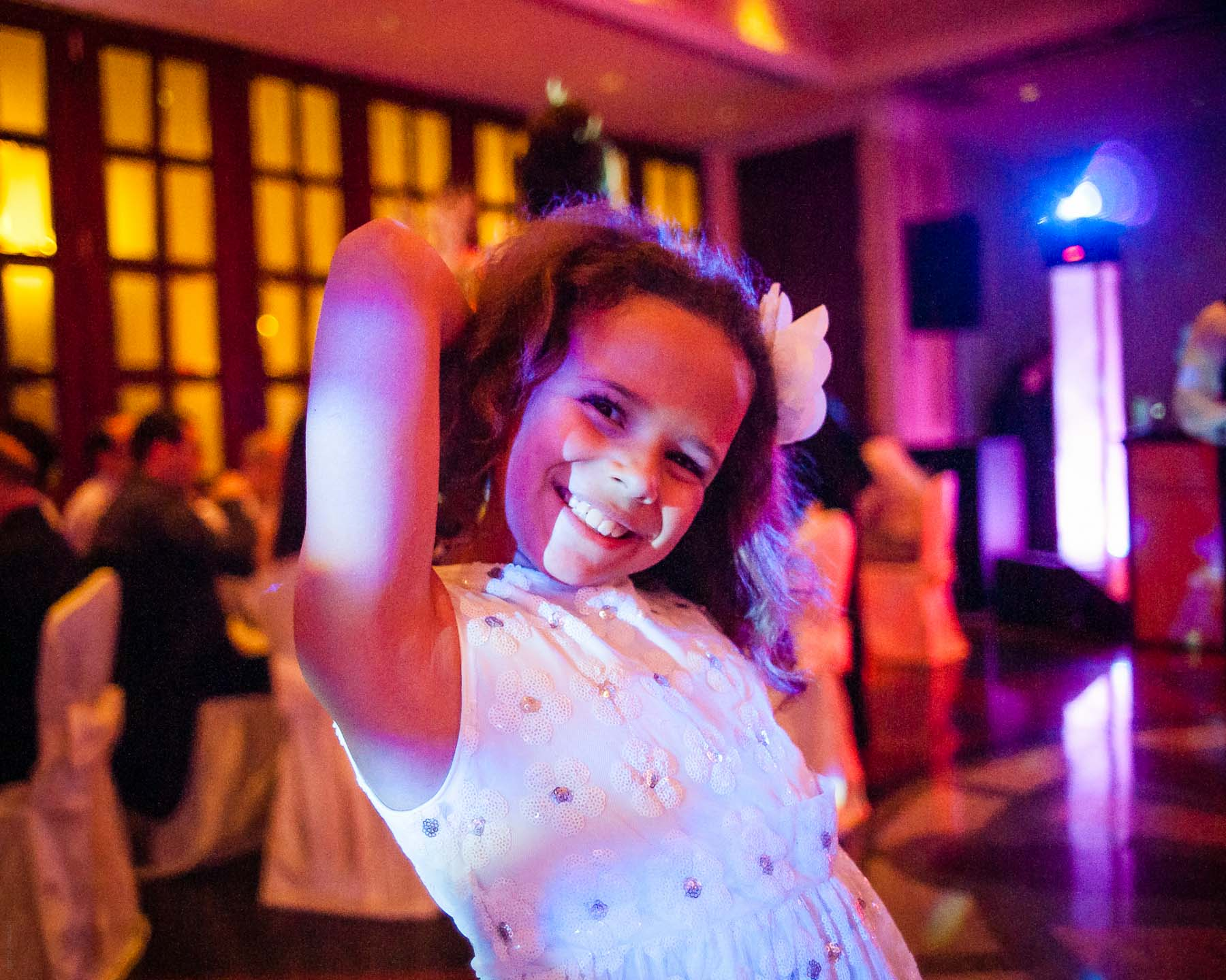7 year old girl photographs her friend at a wedding with a full-frame DSLR Sony A900